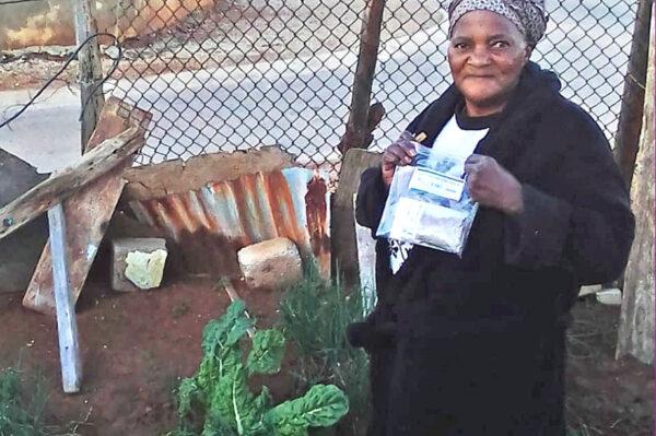 Household gardener receiving seeds LEAD